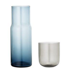 decanter bottiglia e bicchiere in vetro
