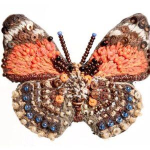 Spilla Claudina farfalla arancione interamente realizzata a mano
